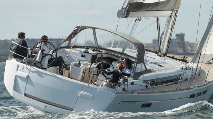 Family sailing a yacht from seaforth boat rentals